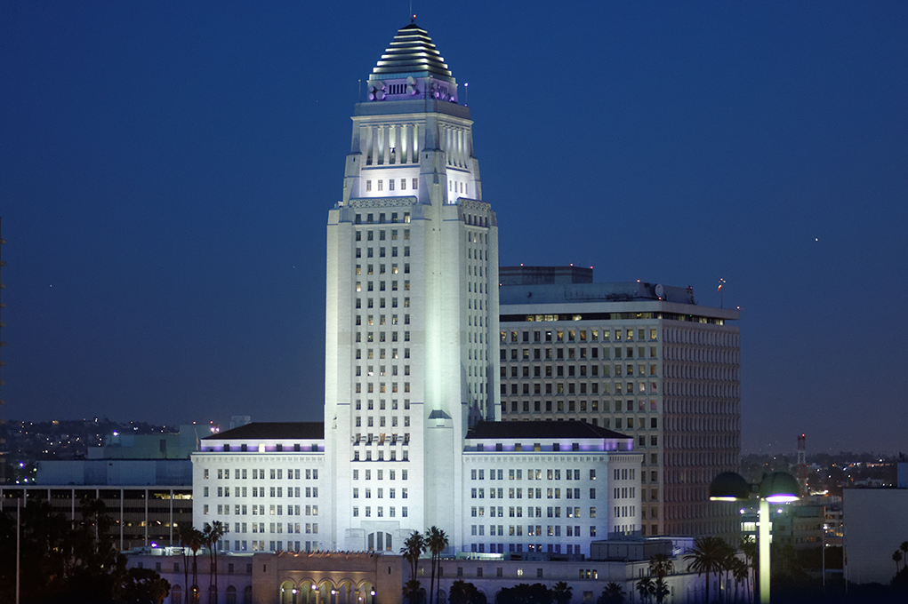 Los_Angeles_City_Hall_2013.jpg