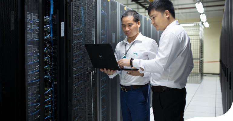 Two men looking at a laptop in a data center - Viettel IDC_2.jpg