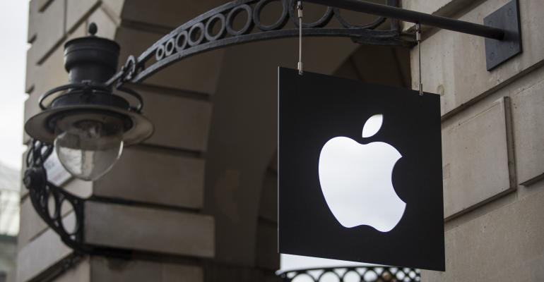 apple logo on bldg-611380666.jpg