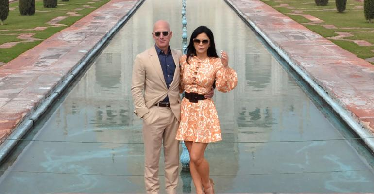 Chief Executive Officer of Amazon Jeff Bezos (L) and his girlfriend Lauren Sanchez pose for a picture during their visit at the Taj Mahal in Agra on January 21, 2020