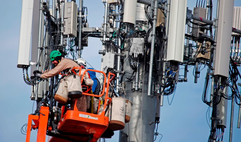 Updating cell towers verizon dating site in europe