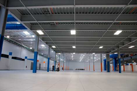 Power and cooling systems are housed in equipment galleries at the perimerter of the facility and on a raised mezzanine area, allowing vast expanses of clear rais-edfloor space for cabinets and cages.