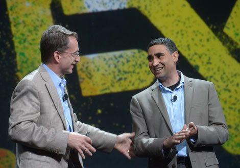 Pat Gelsinger, VMware CEO, chats with Martin Casado, CTO of Networking, VMWare at VMworld. (Photo: VMware)