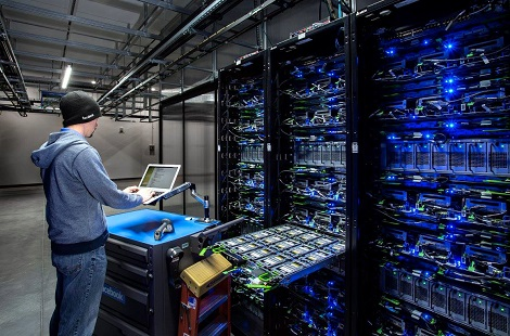 A technician at work in a data hall at Facebook's Altoona, Iowa, data center. (Photo: Facebook/2014 Jacob Sharp Photography)