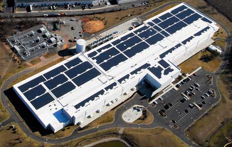 An aerial view of the massive solar power array on the roof of the DuPont Fabros NJ1 data center in Piscataway, New Jersey (Photo: DuPont Fabros Technology.)