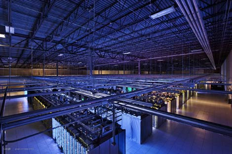 An overhead view of the server infrastructure in Google's data center in Council Bluffs, Iowa. (Photo: Connie Zhou for Google)