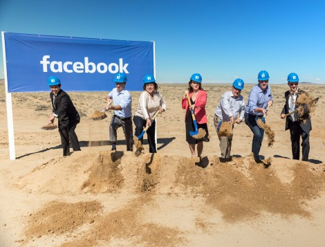 Officials at the Facebook data center groundbreakingin Los Lunas, New Mexico (Photo: Facebook)